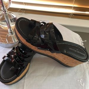 Donald Pliner Salma Patent Black Leather Wege Sz 8